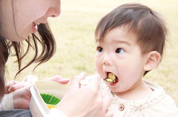 Top 7 sách ăn dặm hay nhất giúp mẹ nuôi trẻ mạnh khỏe